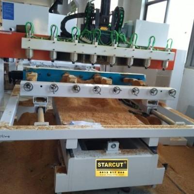 Máy CNC đa chức năng vừa đục tượng, chân ghế vừa cắt khắc bàn phẳng nhiều đầu hàng có sẵn tại công ty