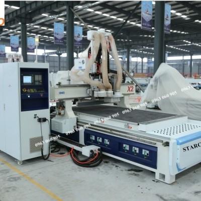Máy CNC gia công cửa tủ bếp
